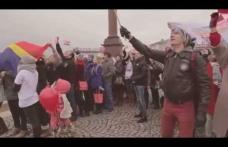 """Embedded thumbnail for Флешмоб в поддержку переноса фестиваля """"Голосящий КиВиН"""" в Калининградскую область"""